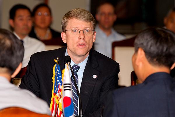 雅诗-韩美商讨在韩部署战略资产问题 李度勋会晤比根
