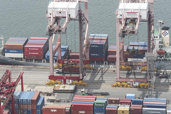 Южнокорейский экспорт продолжает сокращаться