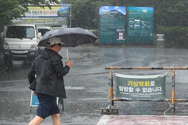 済州道・江原道で記録的な大雨 1日まで降り続く見込み