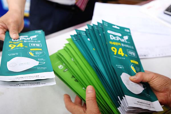 マスク・消毒剤の買い占め禁止の告示 9月まで延長へ