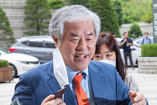"""전광훈,국민참여재판 못받는다...""""평양에서 왔나?""""기자들에 딴소리도"""