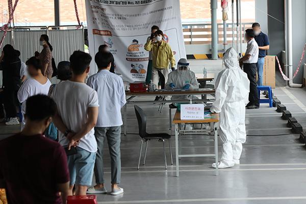 """방대본 """"지역사회 감염 다소 줄고 해외유입 사례 늘어...지난 2주간 34% 차지"""""""