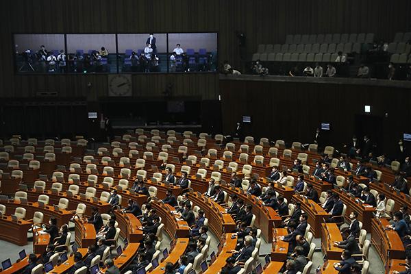 نواب الحزب الحاكم يتولون رئاسة 17 لجنة برلمانية دائمة