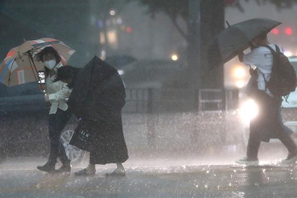 توقعات بهطول أمطار غزيرة على الأجزاء الشرقية من كانغ وان