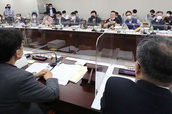 Deliberations to Begin Tuesday on Next Year's Minimum Wage