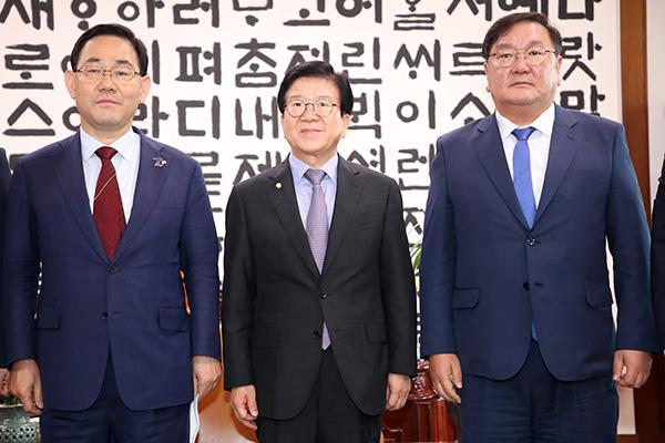 الأحزاب السياسية تعقد محادثات نهائية حول تشكيل اللجان البرلمانية