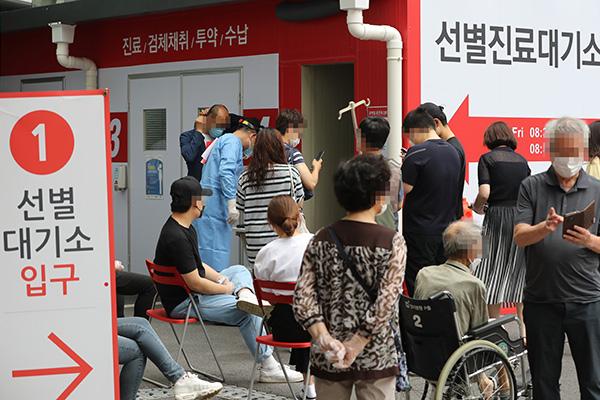 新型コロナ、新たな感染者63人 33人は海外からの入国者