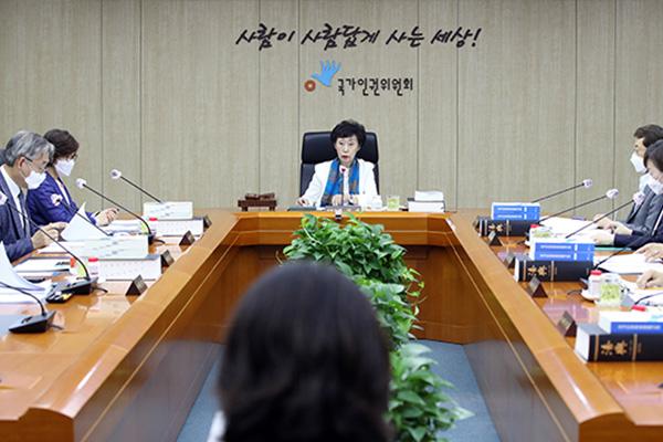 Comisión Nacional de DDHH llama a prohibir por ley la discriminación