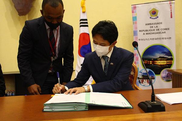 كوريا الجنوبية تقدم 6 ملايين دولار إلى مدغشقر لمكافحة سوء التغذية