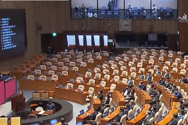 البرلمان الكوري يبدأ جلسة غير عادية اليوم الاثنين