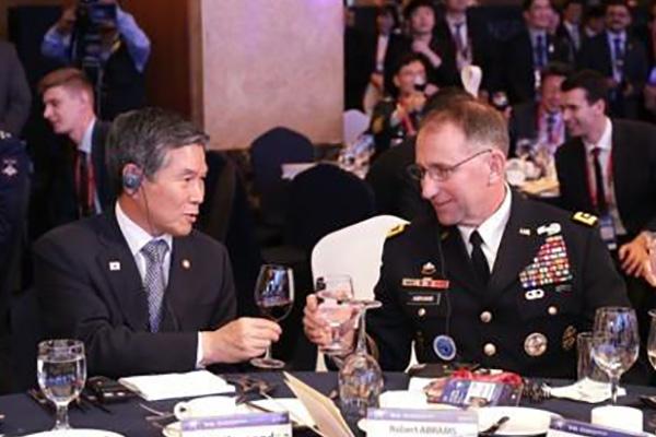 لقاء طارئ بين وزير الدفاع الكوري وقائد قيادة القوات المشتركة