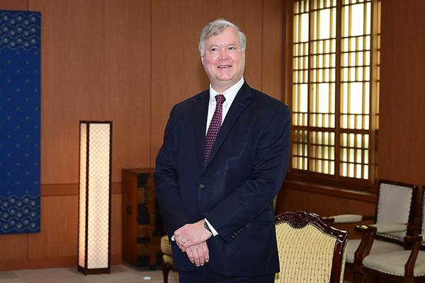 بيغون يختتم زيارته إلى كوريا الجنوبية بعد زيارة المكتب الرئاسي