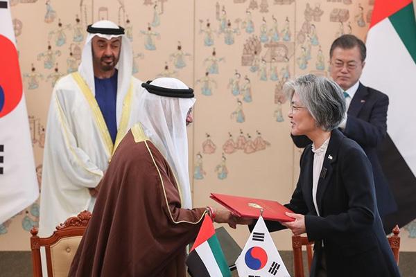 강경화, 코로나 뚫고 방한한 UAE 외교장관과 협력 강화 논의