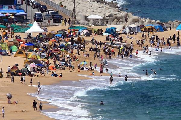 Mở cửa các bãi tắm bờ biển phía Đông Hàn Quốc hè 2020