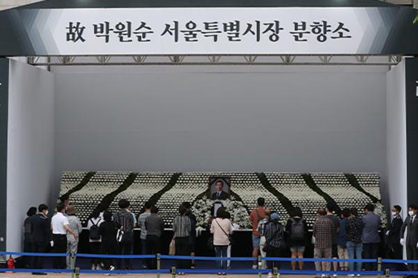 Bestattungszeremonie für verstorbenen Oberbürgermeister Seouls online übertragen