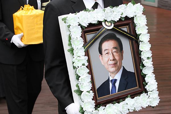 Кто сообщил покойному мэру Сеула о жалобе его подчинённой, до сих пор неизвестно
