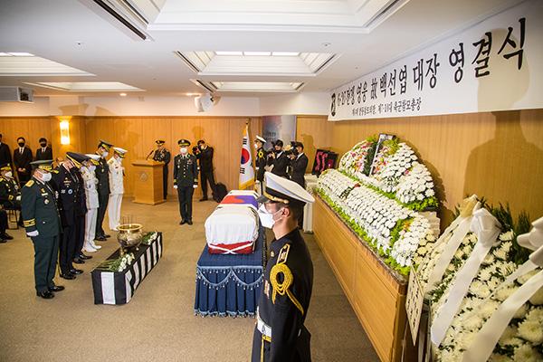 Kriegsheld Paik Sun-yup auf Nationalfriedhof Daejeon beigesetzt
