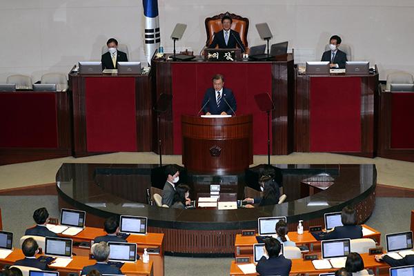 الرئيس مون يلقي كلمة في البرلمان ويدعو إلى سياسة تعاونية