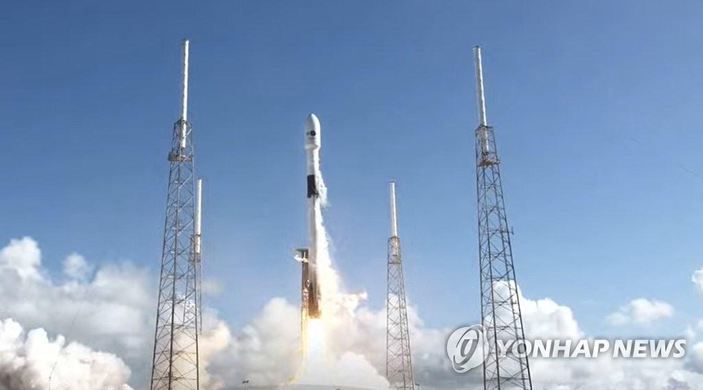 """韩首颗军事通信卫星""""Anasis-II""""号发射升空"""