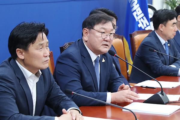 Phản ứng của chính giới về kế hoạch di dời thủ đô hành chính của đảng Dân chủ đồng hành
