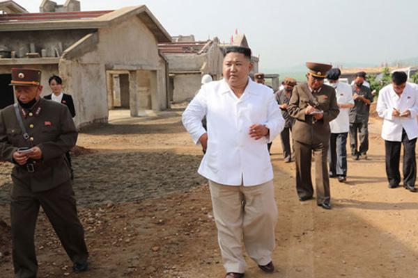Nordkoreas Machthaber besucht Baustelle für Hühnerfabrik