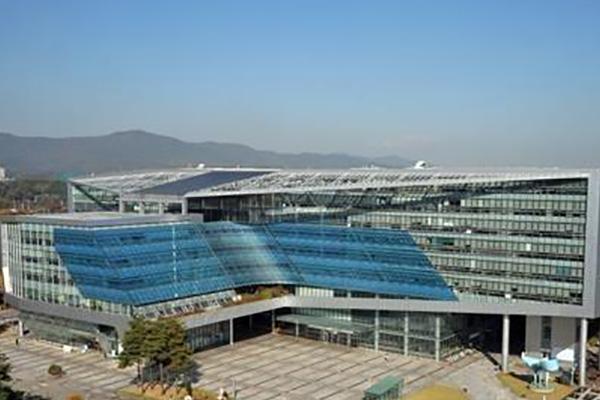 Prosecutors Raid Offices of Seongnam Mayor, Mayor's Secretary
