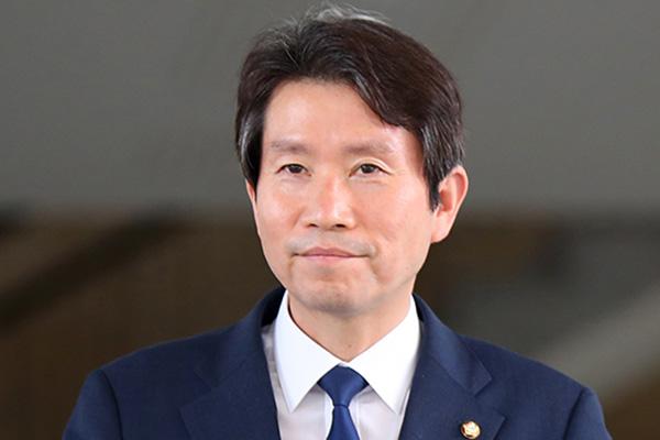 Tổng thống Moon Jae-in phê chuẩn bổ nhiệm Bộ trưởng Thống nhất Lee In-young