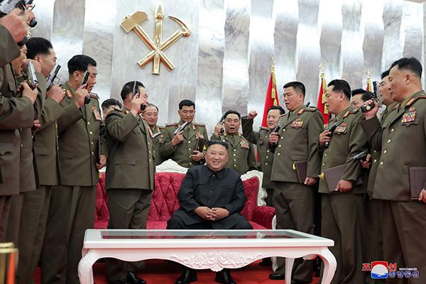 Nordkoreas Machthaber besucht zum Jubiläum des Waffenstillstands Gräber von Kriegsgefallenen