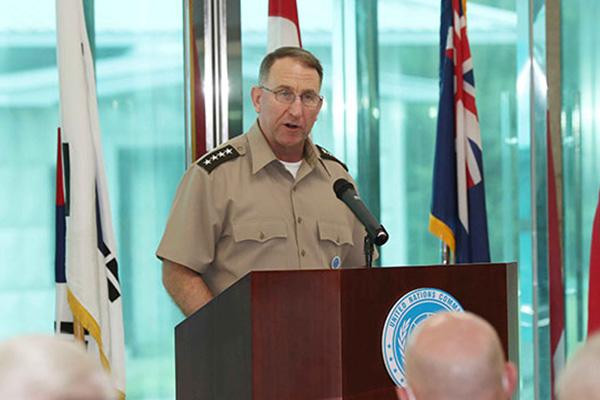 قائد قوات الأمم المتحدة يبرز ضرورة الالتزام بالهدنة