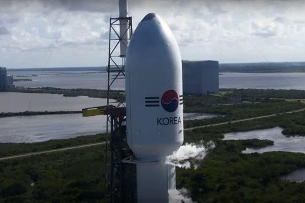 """韩军通信卫星""""Anasis-II""""号成功进入静止轨道"""
