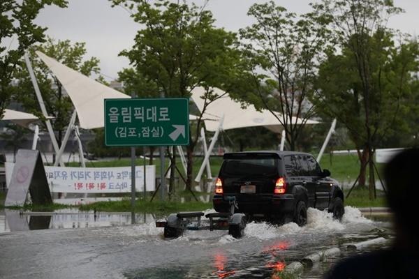 韩国多地连降暴雨 紧急应对级别提高至第3级
