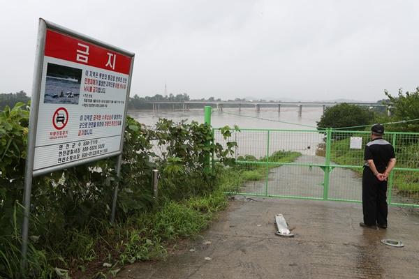 전국 호우로 사망 15명·실종 11명...임진강 수위 '주의' 단계 접근