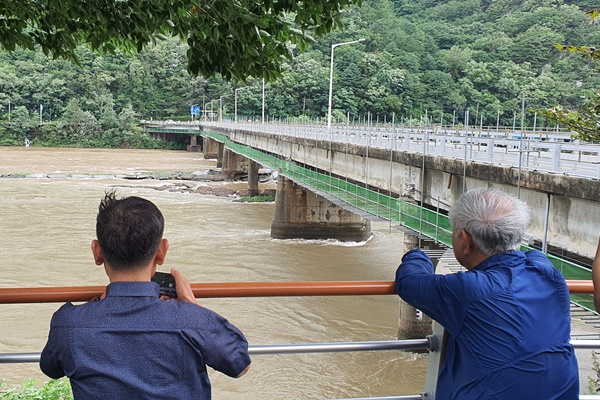 1 Dead, 5 Missing after Boats Capsize at a Dam in Gangwon Province