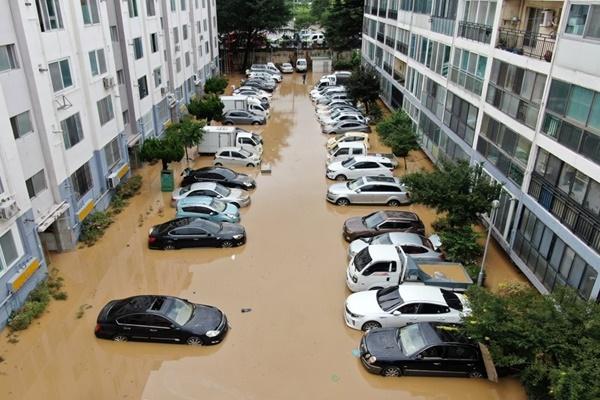 1週間続いた大雨で被災者2500人 死者17人・行方不明10人