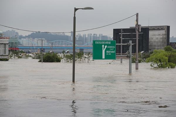 В Сеуле объявлено предупреждение об угрозе наводнения