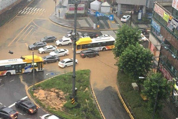 Mưa lớn kéo dài tại Hàn Quốc khiến 17 người thiệt mạng và 10 mất tích