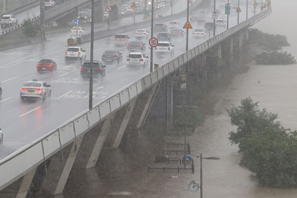 В результате проливных дождей в РК погиб 31 человек