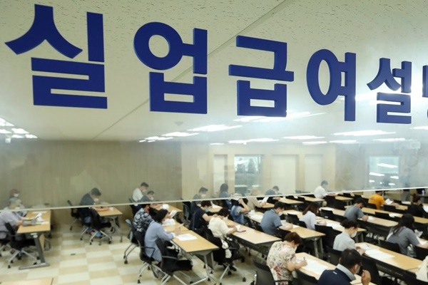Hàn Quốc chi hơn 1,5 tỷ USD trợ cấp lương thất nghiệp trong tháng 7