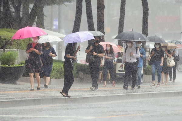 Record-Long Monsoon Season Further Agonizes S. Korea amid Pandemic