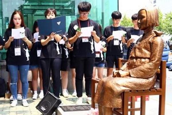 釜山の少女像の合法化 日本総領事取り消し求める