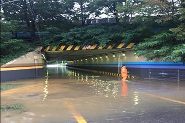 В результате проливных дождей более 7,5 тыс. человек остались без крова