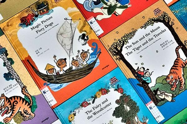 Corea del Sur dona cientos de libros a Singapur