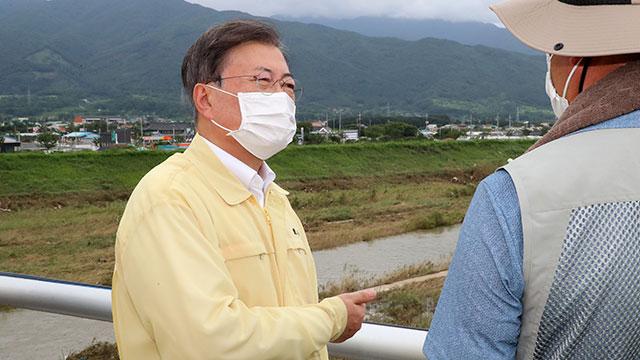 Президент РК посетил провинции, пострадавшие от проливных дождей