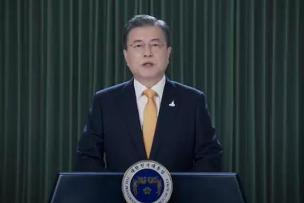 """청와대, 문대통령 지지도 최저치에 """"심기일전하겠다"""""""