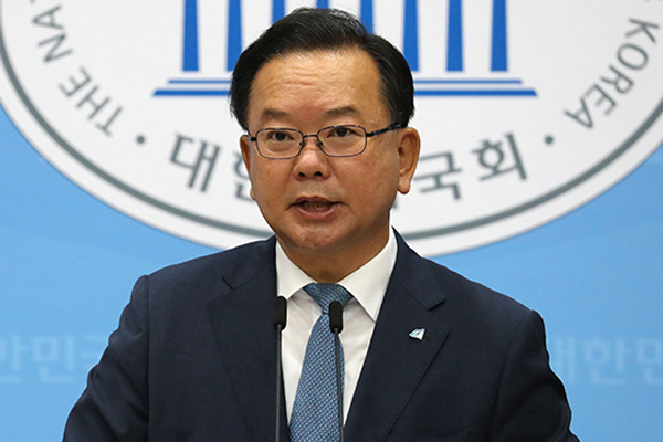 Moon Names Former Interior Minister as Prime Minister