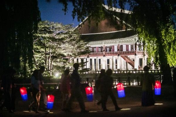Nächtliche Führungen durch Palast Changdeok starten am 29. April