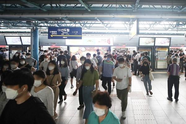 انخفاض عدد الإصابات اليومية بفيروس كورونا في كوريا إلى 332