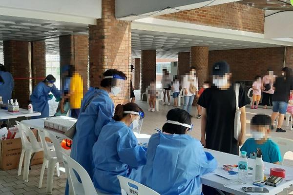 Số ca nhiễm COVID-19 mới tại Hàn Quốc giảm xuống ngưỡng 200 ca/ngày