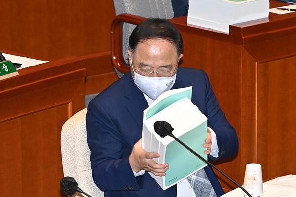 Vicepremier aplaza decisión sobre nuevo subsidio por coronavirus
