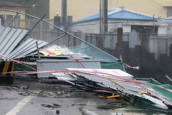 Designan localidades afectadas por tifones como zonas de desastre